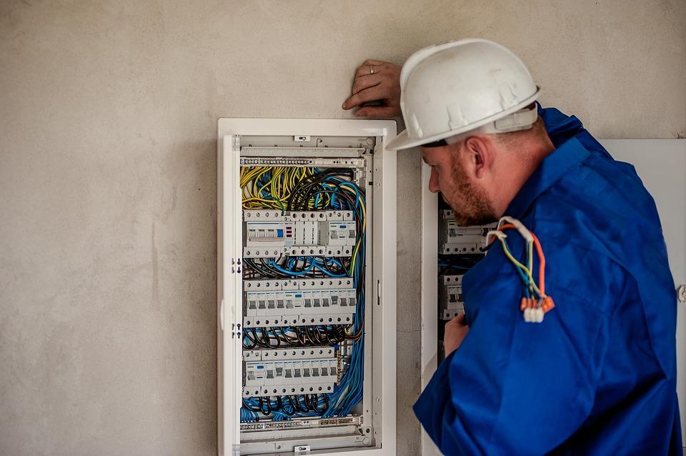 Pourquoi faire appel à un électricien professionnel ?