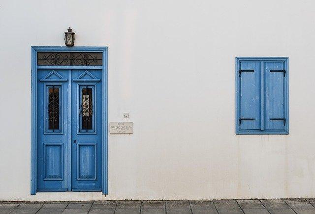 Quel type de porte convient le mieux à votre entrée ?